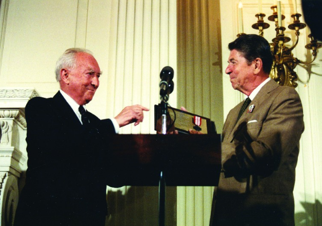 Stefan Korboński, one of the leaders of the Polish Underground State during the Nazi occupation presenting President Ronald Reagan with the Polish Underground Home Army medal at the 40th anniversary of the Warsaw Uprising observance at the White House.